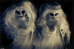 oddscene-vampiras-twins-2-doll-art